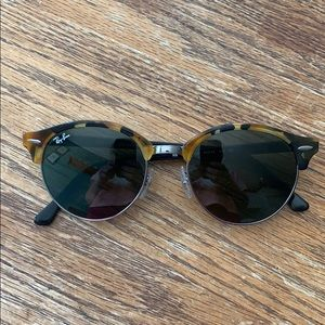 Authentic round club master Ray Bans 😎😎😎